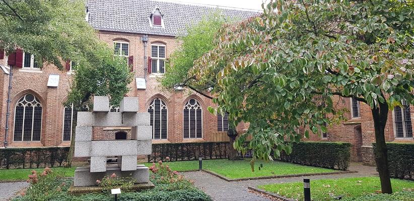 Wandeling door historisch Utrecht van de gids Utrecht acht keer anders van gegarandeerd onregelmatig bij de Catherijne Convent