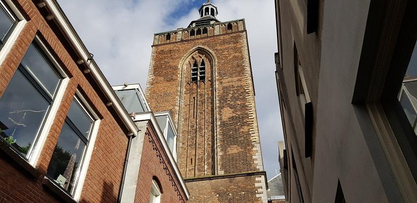 Wandeling door historisch Utrecht van de gids Utrecht acht keer anders van gegarandeerd onregelmatig bij de Buurkerk