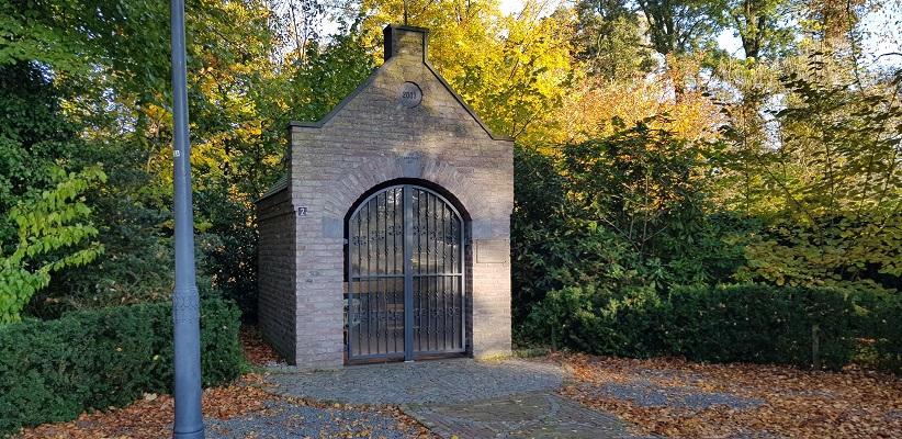 Wandeling in Deurne over het Tuinpad van mijn vader bij kapel in park