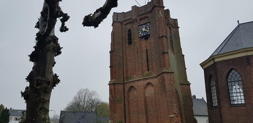 Wandeling over Klompenpad Rhenoijsepad bij scheve toren van Acqouy
