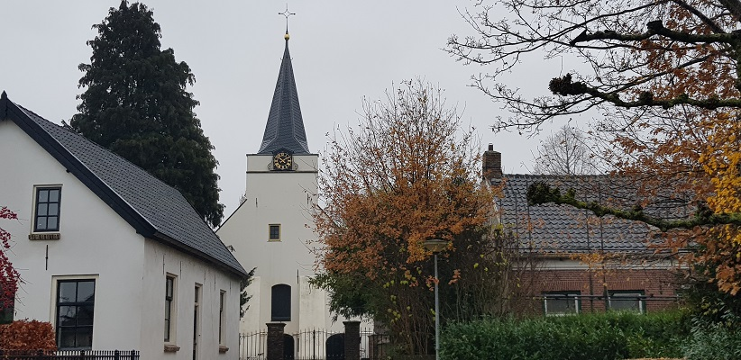 Wandeling over Klompenpad Rhenoijsepad bij de Kerk van Rhenoy