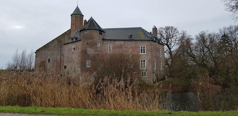 Wandeling over Trage Tocht Neerijnen bij kasteel Waardenburg