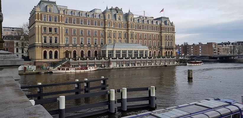 Wandeling ten westen van de Amstel in Amsterdam bij het Amstelhotel