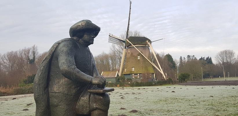 Wandeling ten westen van de Amstel in Amsterdam bij het beeld van Rembrandt van Rijn langs de Amstel