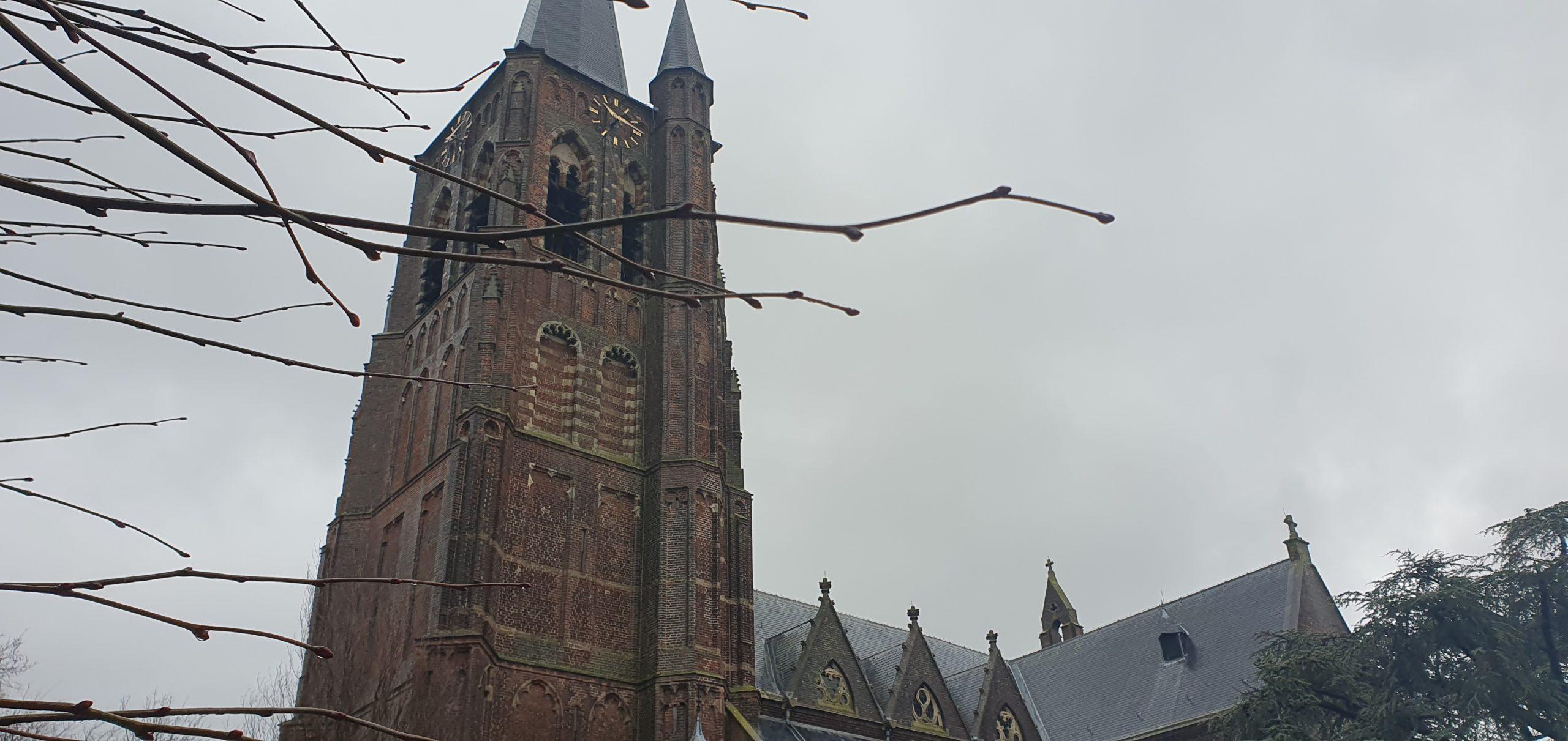 Wandeling over het Hugo de Grootpad van Tilburg naar Waalwijk bij de Sint Jans Onthoofding Kerk in Loon op Zand