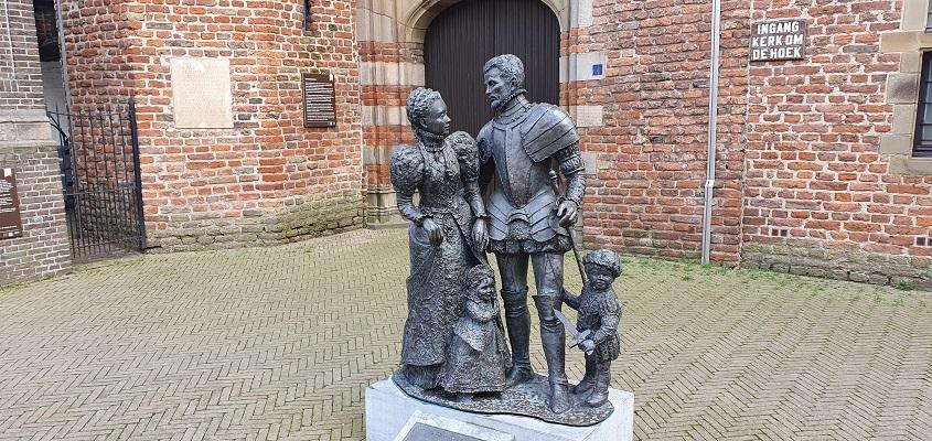 Wijnwandeling Buren bij beeld van Willem de Zwijger