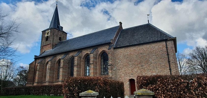 Wijnwandeling Buren bij de kerk van Erichem