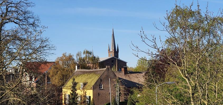 IVN-wandeling Afferdense en Deestse Waarden bij Druten met zicht op de kerk van Druten
