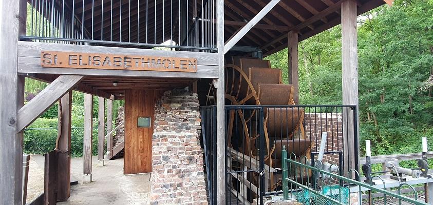 Wandeling over Trage Tocht Leudal bij de Elisabethmolen bij het Leudealmuseum