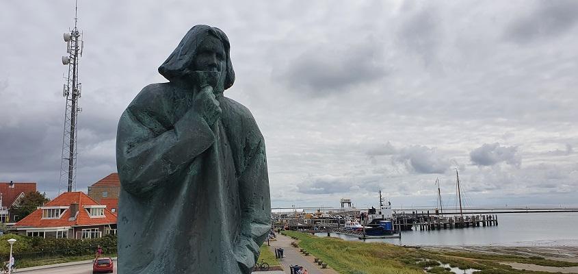 Wandeling op Terschelling van Midsland aan Zee naar West bij het Zeeliedenmonument
