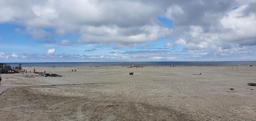 Wandeling op Terschelling van Midsland aan Zee naar West op het Noordzeestrand