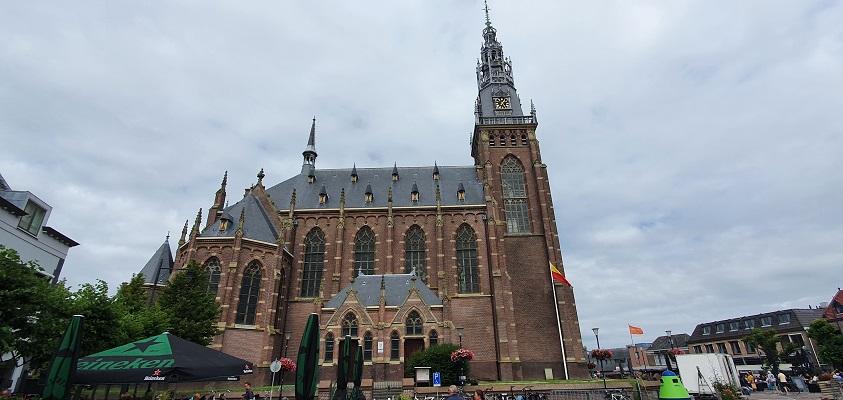 Wandeling over de Westfriese Omringdijk van Schoorldam naar Schagen bij de Grote Kerk in Schagen