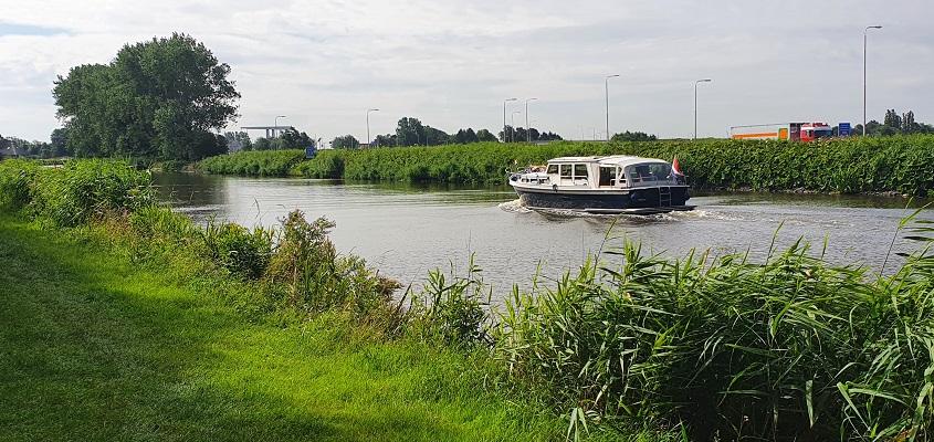 Wandeling over de Westfriese Omringdijk van Schoorldam naar Schagen bij het Noordhollands Kanaal