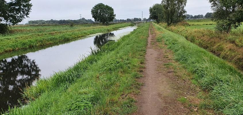 Wandeling naar het geografisch middelpunt van de Benelux langs de Reusel