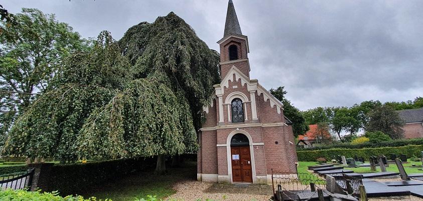 Wandeling over Klompenpad Ambts- en Rijkspad in Winssen bij de Hervormde Kerk