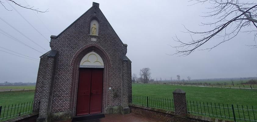Wandeling over Trage Tocht Stevensweert bij de Sint Annakapel in Ohé en Laak