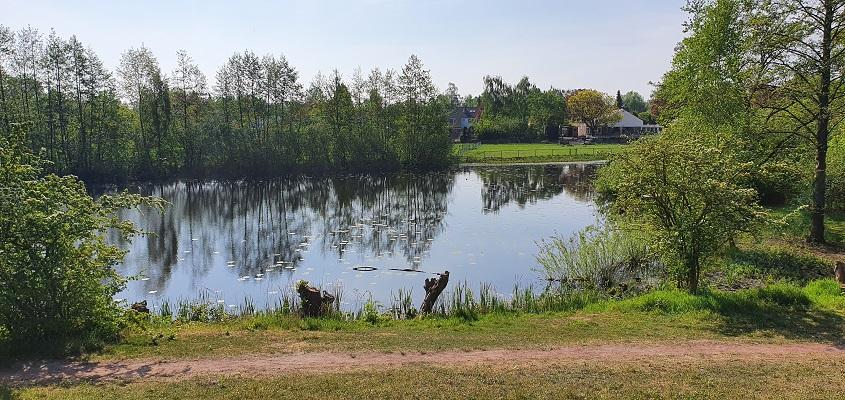 Wandeling over Trage Tocht Den Bosch bij een wiel langs de Heinisdijk