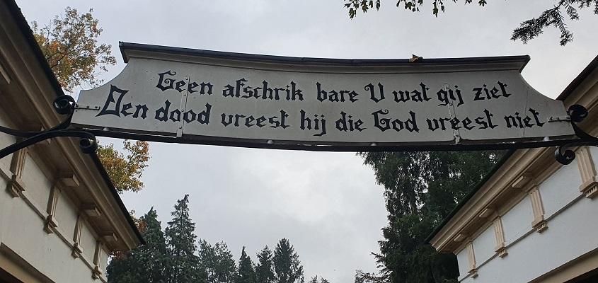 Wandeling van Lochem naar Ruurlo over Achterhoekpad bij de kerk in Lochem