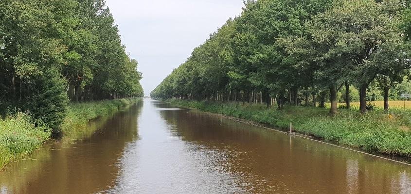 Wandeling over het Groot Frieslandpad van Bellingwolde naar Papenburg bij het B.L. Tijdenskanaal