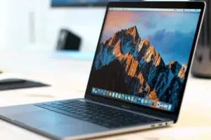 MacBook Pro 13 TouchBar 2017 con Kaby Lake