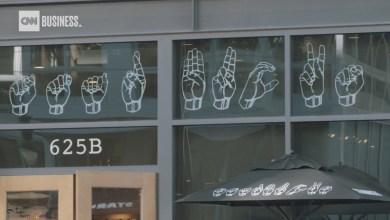 Photo of Καφές στη νοηματική – Η πρώτη καφετέρια με εργαζόμενους κωφούς δείχνει το δρόμο