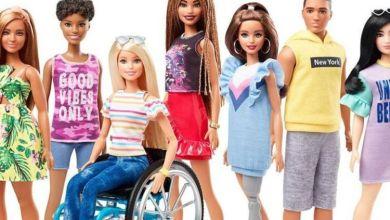 Photo of Η νέα Barbie κάθεται σε αμαξίδιο για ΑμεΑ ή έχει προσθετικό μέλος