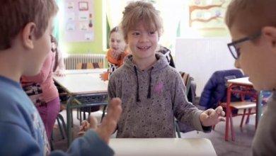 Photo of «Ένα σχολείο… Δύο κόσμοι» – Μαθητές στα Χανιά μαθαίνουν νοηματική για να επικοινωνούν με την συμμαθήτρια τους [video]