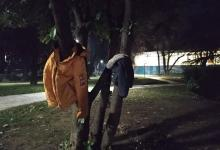 Photo of Έδεσσα: «Στολίζουν» δέντρα με μπουφάν για να μην είναι «κανείς μόνος στο κρύο»