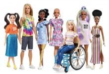 Photo of Κούκλες χωρίς μαλλιά, με προσθετικά μέλη και με λεύκη στη νέα κολεξιόν της Barbie για το 2020