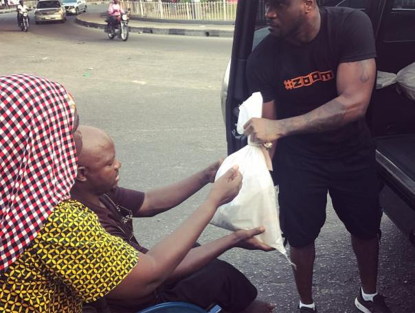 Peter Okoye Hits The Streets With Surprise Package For The Needy (4)