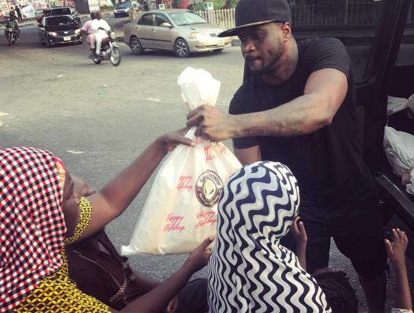 Peter Okoye Hits The Streets With Surprise Package For The Needy (2)
