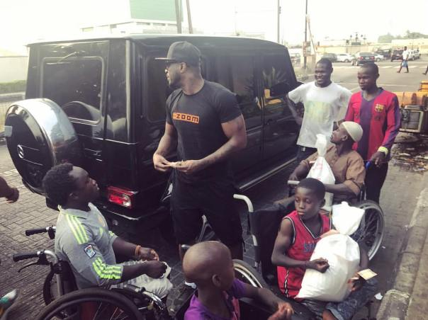 Peter Okoye Hits The Streets With Surprise Package For The Needy (3)