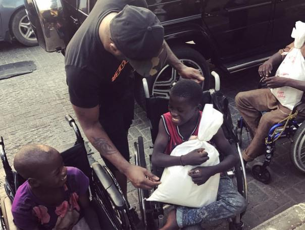 Peter Okoye Hits The Streets With Surprise Package For The Needy (6)