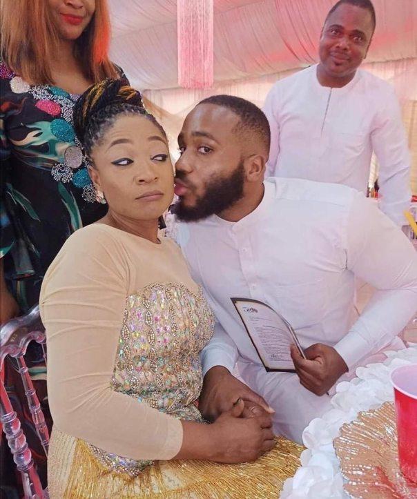 Kiddwaya Giving His Mother Peck On Cheek (2)