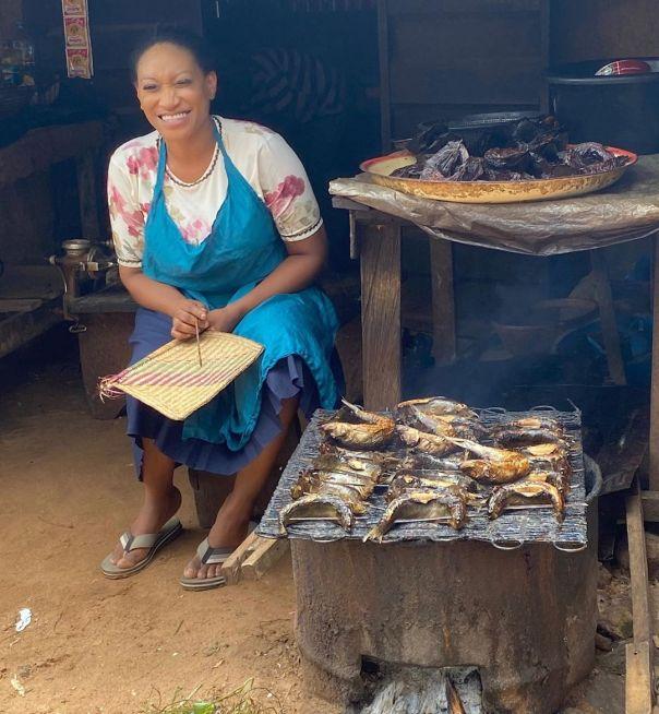Oge Okoye Selling Fish Trophy Wife The Movie (3) Amebo Book