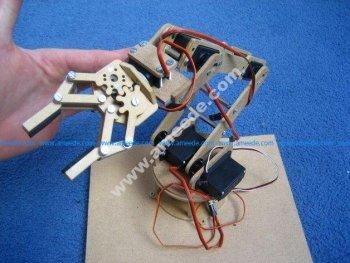 Robotic arm with 7 servos