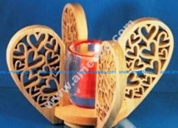 Heart-shaped wooden nest tray
