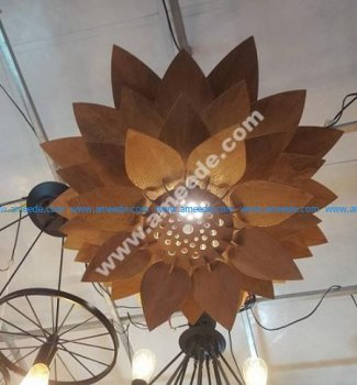Lotus-shaped chandelier
