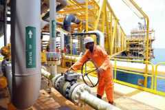 Nigeria's oil exports plunge as Shell, Total declare force majeure