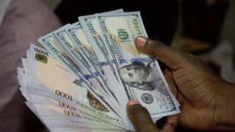 Naira slumps to 523 against dollar at parallel market
