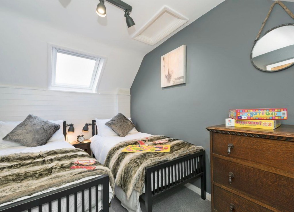 Holiday Homes: Crescent Cottage, Lowther Village