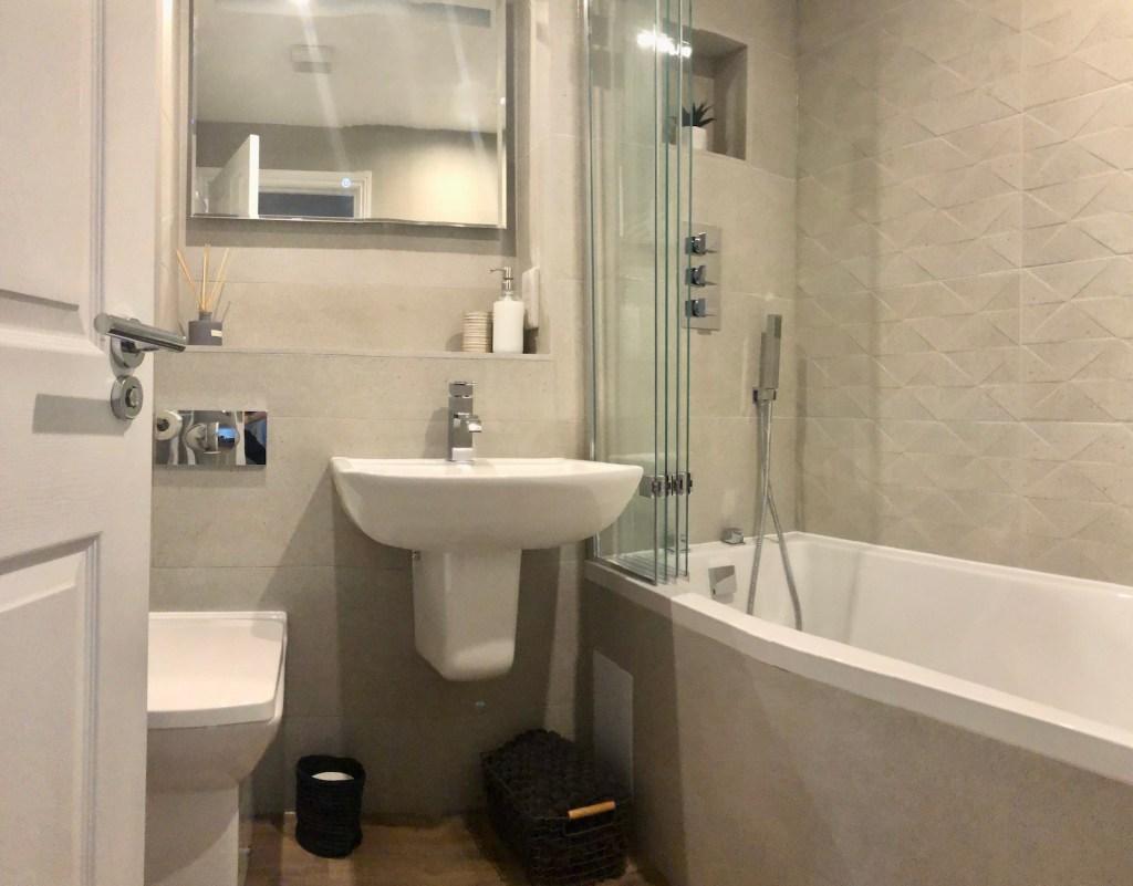 Derwentwater View Bathroom