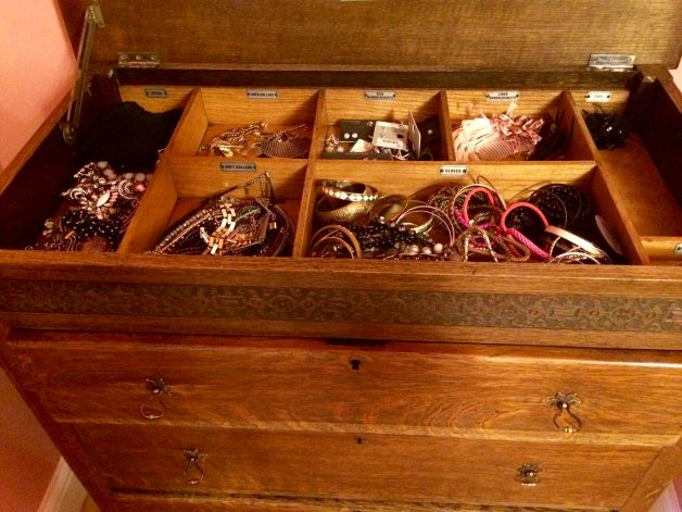 Gentlemans chest with lift up lid and compartments for ties, cufflinks etc.