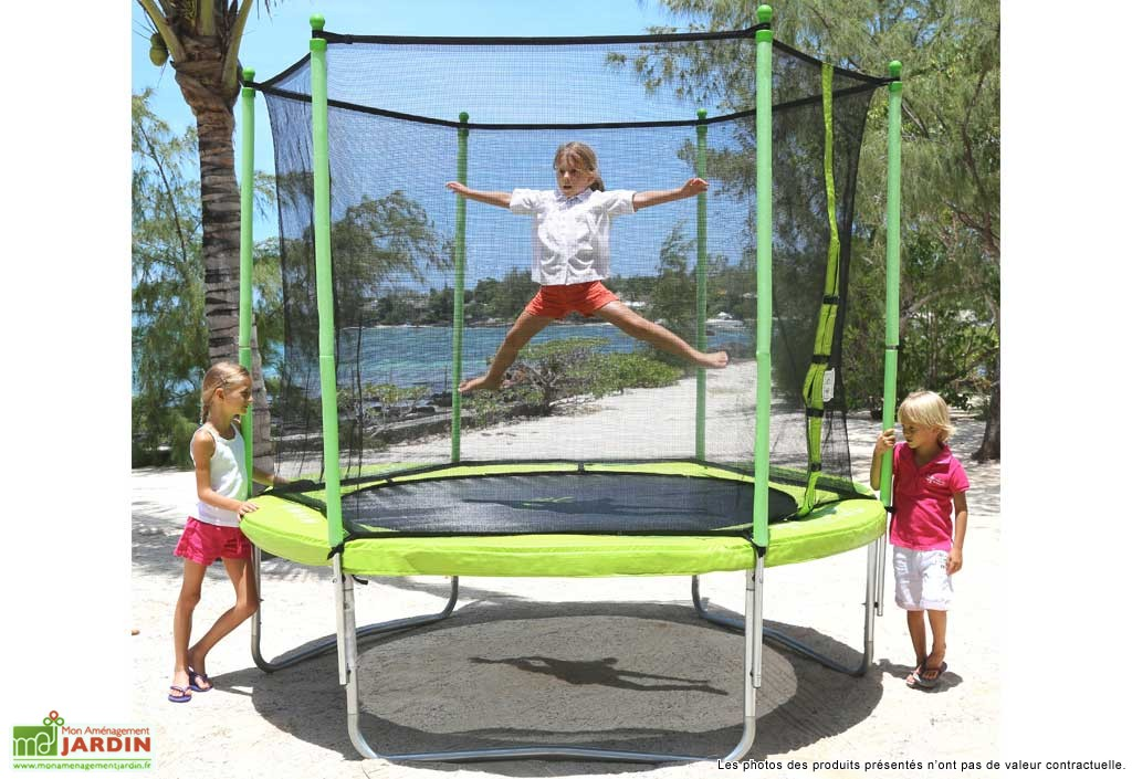 un trampoline pour noel mobilier de jardin rangement jeux am nagement jardin blog. Black Bedroom Furniture Sets. Home Design Ideas