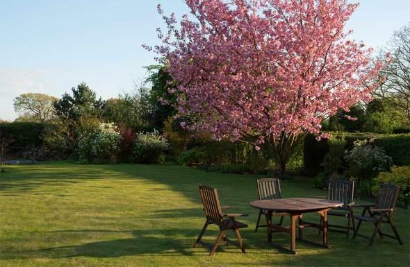 protection mobilier de jardin en bois