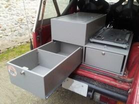 emplacement pour frigo (platine sur coulisse)