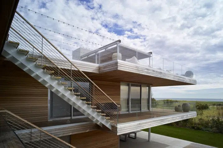 Maison contemporaine multi niveaux avec rooftop