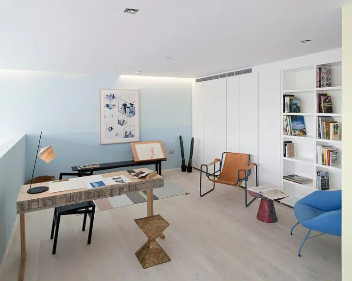 Bureau scandinave avec bleu pastel