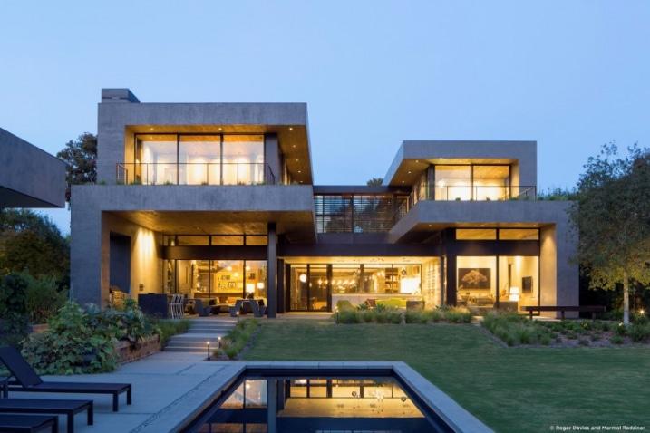 Maison contemporaine en forme de H