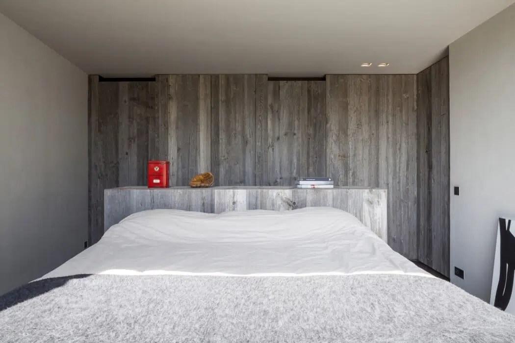 Maison contemporaine compose de bois et de verre